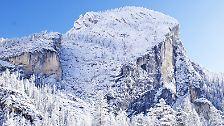 Zwischen steilen Gipfeln und schneebedeckten Hängen fühlen wir den aktuellen Geländewagen auf den Zahn.