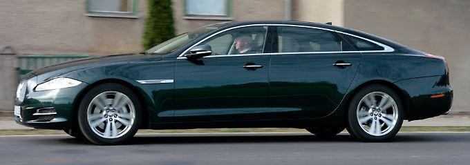 Länge läuft: Mit 5,25 Metern überragt dieser XJ die meisten Oberklasse-Limousinen.