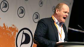 """Piratenchef Schlömer nennt seine Partei """"die sozialliberale Kraft der Informationsgesellschaft""""."""