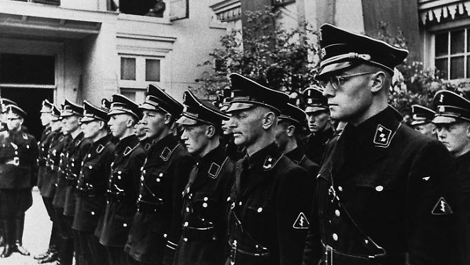 """Mitglieder der niederländischen SS, später umbenannt in """"Germanische SS in den Niederlanden"""" (Archivbild vom 9. Oktober 1941)."""