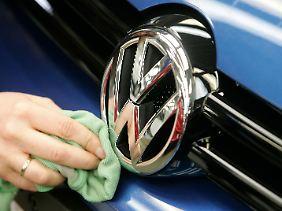 Der Wolfsburger Konzern will rund vier Milliarden Euro einnehmen.