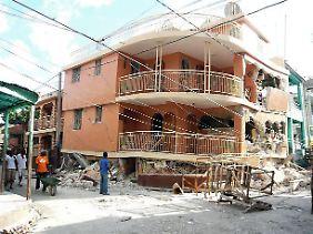 Die Bewohner Jacmels machen sich an den Wiederaufbau.