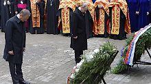 Der russische Ministerpräsident Wladimir Putin und sein polnischer Kollege Donald Tusk gedenken der Opfer des Massakers von Katyn.