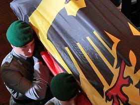 Erst vor wenigen Tagen wurden in Deutschland drei Soldaten zu Grabe getragen.