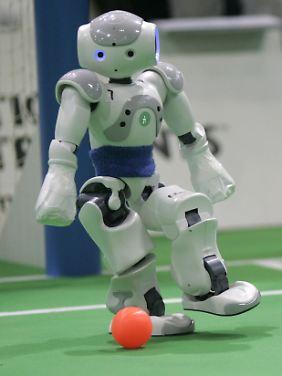 Roboter können nicht nur Fußball spielen lernen, sondern auch sprechen.