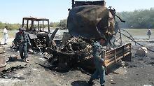 Im September 2009 ordnet Oberst Klein an, zwei von den Taliban entführte Tanklastzüge zu bombardieren. Dabei kommen 142 Menschen ums Leben, unter ihnen zahlreiche Zivilisten.