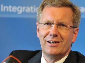 Wulff besetzt vier Ministerposten in seinem Kabinett neu.