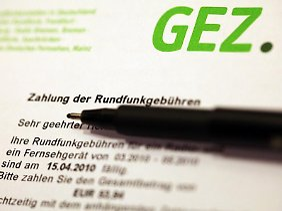 Ab 2013 muss jeder Haushalt und Betrieb, unabhängig davon, ob er Radio, Fernsehen oder Internet-PC besitzt, eine Gebühr von 17,98 Euro zahlen.