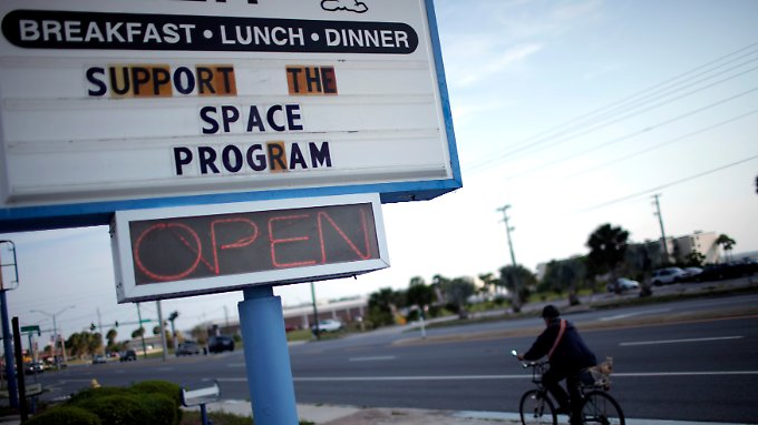 Rund um den Raumfahrtbahnhof Cape Canaveral finden sich, wie hier in Titusville, Solidaritätsbekundungen mit der NASA.