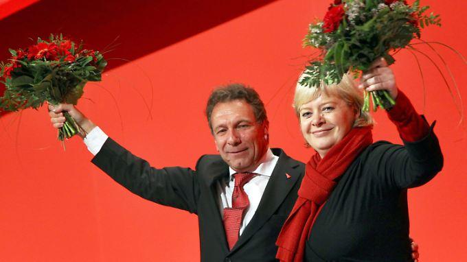 Treten ein schweres Erbe an: Lötzsch und Ernst führen nun die Linke.