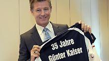 """Versicherungslächeln aus besseren Tagen: """"Herr Kaiser"""" Nick Wilder beim 35-jährigen Jubiläum des Vorzeige-Vertreters."""