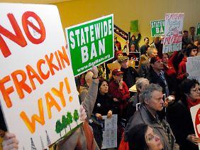 """Protest in Albany, der Hauptstadt des Bundesstaates New York. Anwohner fürchten, die Methode der hydraulischen Rissbildung (""""hydraulic fracturing"""") werde ihr Trinkwasser verseuchen."""
