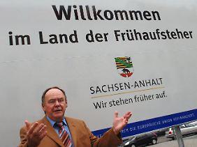 Sachsen-Anhalts Verkehrsminister Karl-Heinz Daehre musste früh raus, um Investoren und Touristen mit dem Spruch anzulocken.