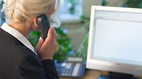 Im Büro mit dem potentiellen neuen Arbeitgeber verhandeln? Keine gute Idee. Meist erfolgt die erste Kontaktaufnahme per E-Mail.