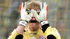 Sie fragen sich, was mit den Bayern ist? Die Münchner schauen ein paar Jahre lang sprichwörtlich in die Röhre. Nach 2008 holt der Rekordmeister nur noch einen Meistertitel. Das liegt auch an ...