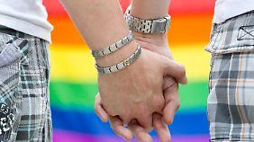 Wunschbild Vater, Mutter, Kind: Energisch wehren sich Teile der Union gegen die Pläne homosexuelle Lebenspartnerschaften aufzuwerten.