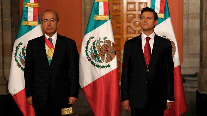 Der alte und neue Präsident: Felipe Calderon und Enrique Peña Nieto (rechts).