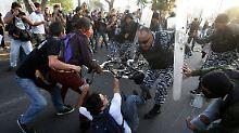 Mehr als 70 Menschen werden bei den Auseinandersetzungen in Mexiko-Stadt verletzt.