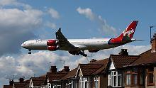 Maschine von Virgin Atlantic im Anflug auf London Heathrow.