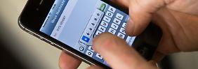 """Die SMS - in Zeiten von Smartphones und """"immer online"""" oft nur noch zweite Wahl."""