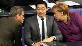 Kurze Rücksprache zwischen Westerwelle und Merkel im Bundestag.