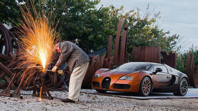 Die Formel zur Errechnung der Geschwindigkeit hat den Künstler inspiriert.