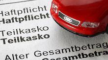 Zum Jahreswechsel ändern sich häufig die Versicherungstarife. Kunden haben dann ein außerordentliches Kündigungsrecht. Foto: Martin Gerten