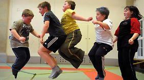 Übergewicht bei Kindern liegt selten am schwachen Stoffwechsel, sondern an mangelnder Bewegung und falscher Ernährung.