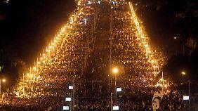 Massiver Protest gegen den autoritären Führungsstil von Mohammed Mursi in Kairo.