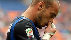 Wesley Sneijder soll nach dem Willen von Inter ein um ein Drittel gekürztes Gehalt akzeptieren.