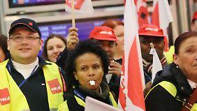 Warnstreiks an Flughäfen: Sicherheitspersonal legt Arbeit nieder
