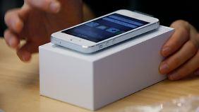 Apple präsentiert sein iPhone 5 auf einer Messe in Hong Kong.