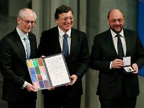 Stellvertretend für 500 Millionen EU-Bürger: Von Rompuy, Barrosso und Schultz (v.l.).