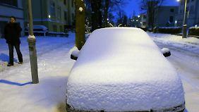 Der Nordosten liegt unter einer dicken Schneedecke, wie hier in Rostock