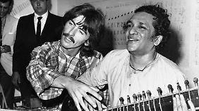 Shankar unterrichtet 1967 auch George Harrison im Sitar-Spiel.
