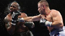 Volltreffer: Der polnische Schwergewichtsboxer Tomasz Adame bringt einen Schlag ins Ziel, das in diesem Fall das Gesicht von Travis Walker ist.
