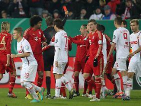 Kaum war Franck Ribery wieder draußen aus der Kabine, musste er schon wieder zurück.