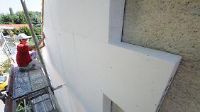 Gebäudesanierung spart Heizkosten. Bei der Förderung gibt es allerdings einen Haken.