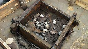 Kastenförmige Schächte bis zu sieben Meter Tiefe: Die bei Leipzig entdeckten Brunnen begeistern die Wissenschaft.