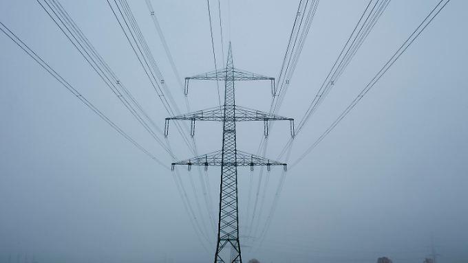 Neue Stromtrassen sollen Windstrom vom Norden in den Süden transportieren.