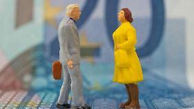Bei alten Tarifen mit Beitragsdynamik sollten Versicherte nachfragen, ob die Renten nach altem Recht oder nach dem Unisex-Modell angepasst werden.