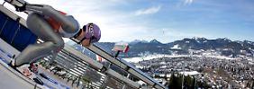 Starkes Comeback in Oberstdorf: Skispringer bejubeln Schmitt