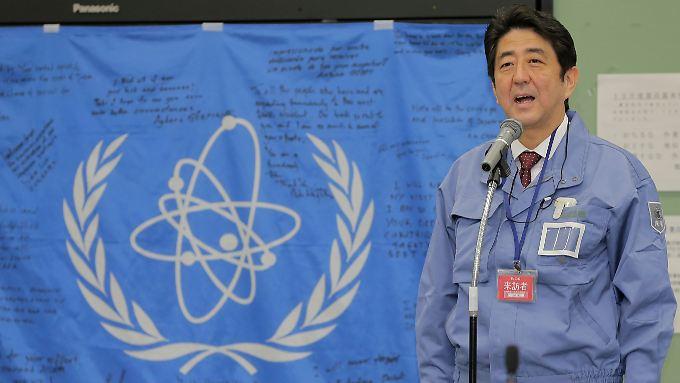 Vor wenigen Tagen besuchte Abe das havarierte AKW in Fukushima.