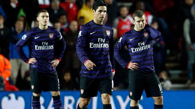 Enttäuschung nach dem Spiel: Arsenals Thomas Vermaelen, Mikel Arteta und Jack Wilshere.