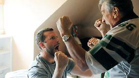 Pat und sein Vater (Robert De Niro) schwärmen für denselben Football-Club.