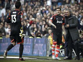 Nach sechs Minuten musste Mourinho wechseln und den degradierten Casillas aufs Feld schicken. Seine neue Nr. 1, Antonio Adan, hatte Rot gesehen.