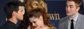 """Taylor Lautner, Kristen Stewart und Robert Pattinson im November 2012 in Berlin bei der Premiere von """"Breaking Dawn - Bis(s) zum Ende der Nacht (Teil 2)""""."""