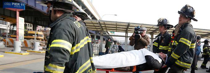 Ein Schwerverletzter muss ins Krankenhaus gebracht werden.