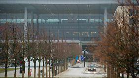 Suche nach dem Sündenbock: Wer ist schuld am Pannen-Flughafen?