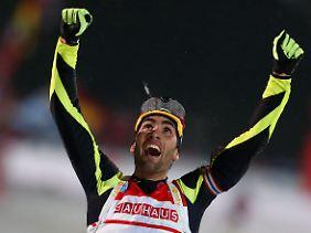 Der Franzose Martin Fourcade jubelt nach seinem finalen Lauf.